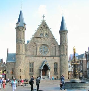 Ridderzaal Government Bldg The Hague 9-2014 (1).JPG